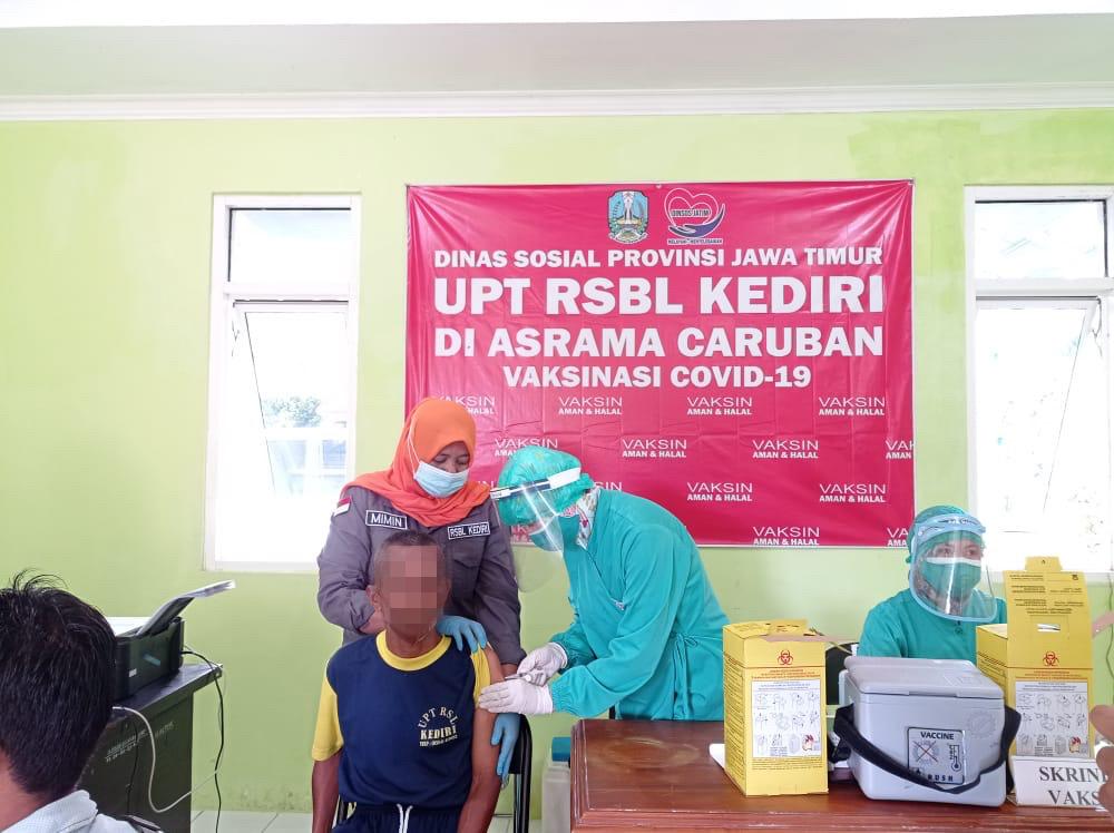 Lindungi Klien dari Covid-19, UPT RSBL Kediri Gelar Vaksinasi Dosis Kedua