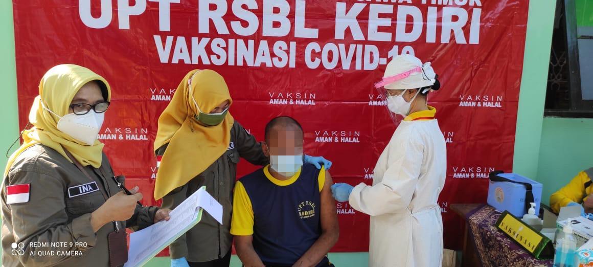 Tingkatkan Kekebalan Kelompok, UPT RSBL Kediri Gencar Vaksinasi Klien